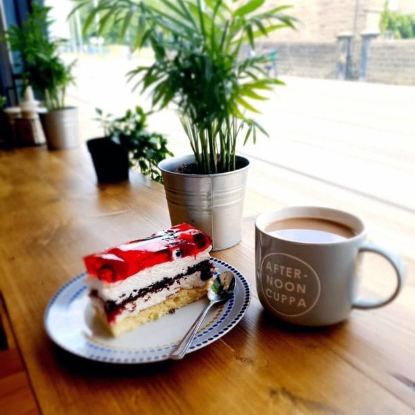 Mollys cafe and deli cake and coffee