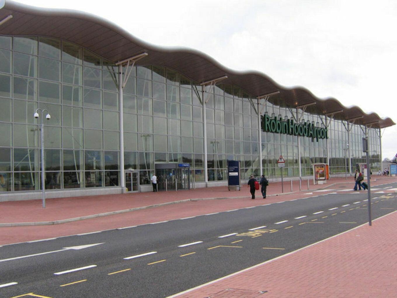 Robin Hood Airport 2006 04 02