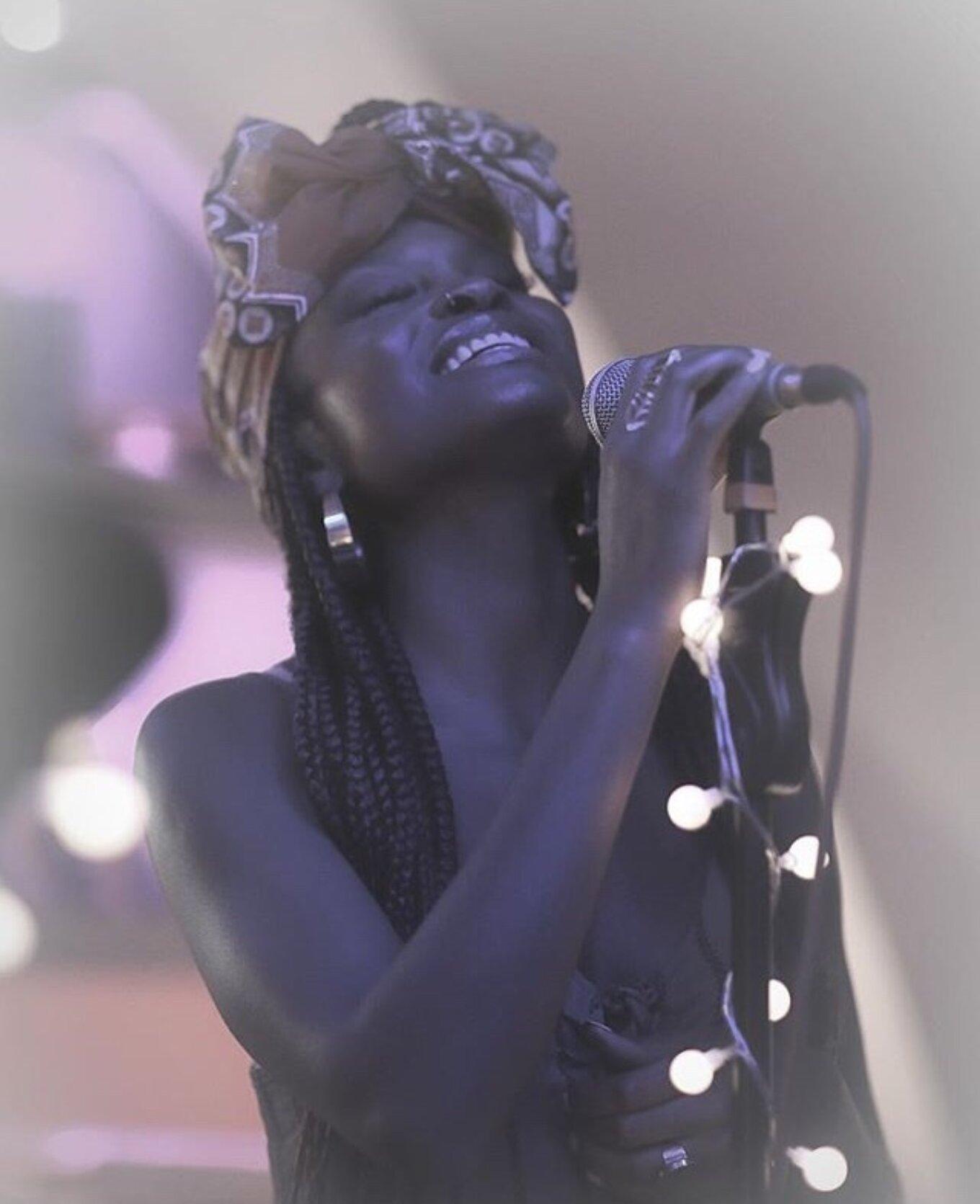 Yemi Bolatiwa singing live portrait